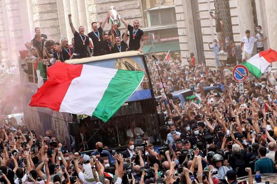 Inggris dan media lokalnya dikritik habis mantan bek timnas Italia