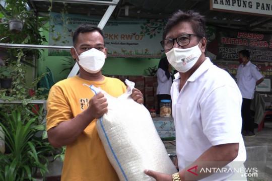 Kelurahan Sunter Jaya salurkan bansos kepada warga terdampak COVID-19