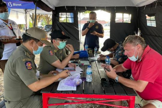 Tujuh WNA terjaring razia pelanggaran protokol kesehatan di Bali