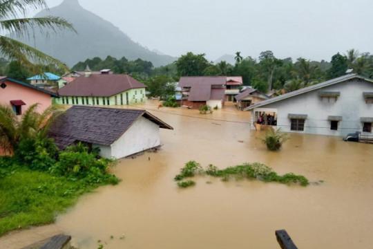 Ratusan rumah warga di Desa Pakak Sintang terendam banjir