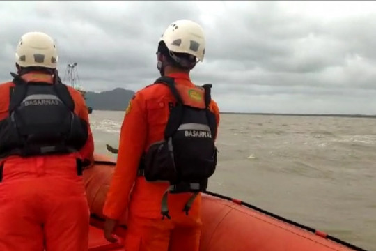 SAR Pontianak cari dua kapal nelayan yang tenggelam