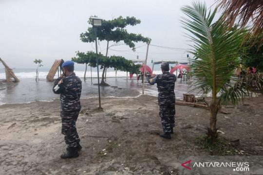 Waspada tinggi gelombang laut selatan Sukabumi capai enam meter