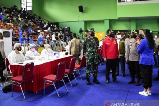 Panglima TNI puji mahasiswa yang menjadi pelopor vaksinasi nasional