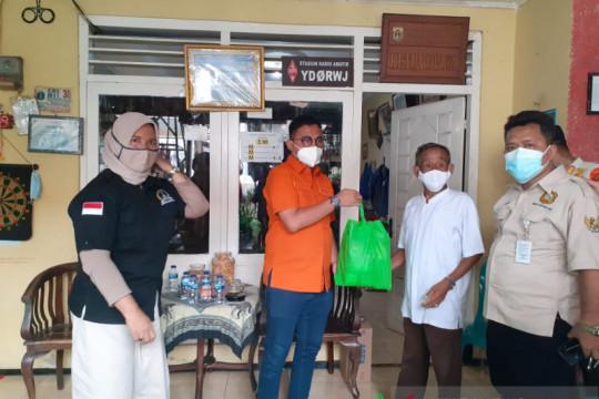 Ketua DPW Partai Berkarya bantu warga isolasi mandiri di Jakarta