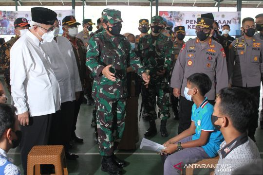 Panglima TNI dan Kapolri tinjau vaksinasi anak di Ponpes Minhaajurrosyidiin