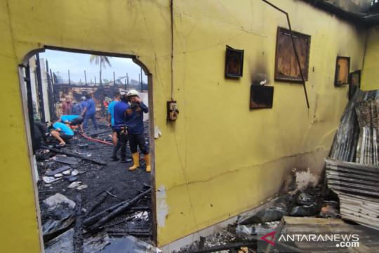 Kompleks Perumah Dinas Kodam II/Sriwijaya di Palembang terbakar