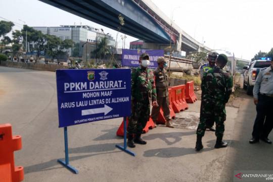 PPKM Darurat, lalu lintas menuju Kampung Melayu disekat
