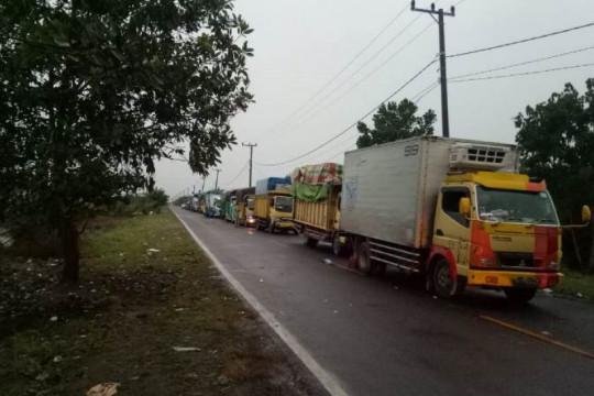 Ratusan truk antre tiga hari di Pelabuhan Tanjung Api-api