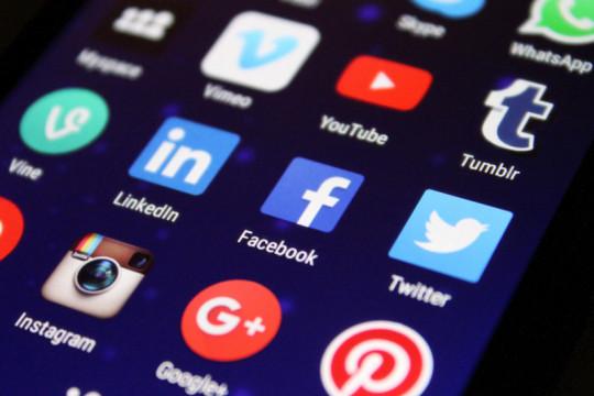 China ingin hilangkan budaya penggemar kacau di internet