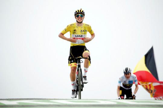 Pogacar pegang kendali juarai etape 17, perlebar jarak di klasemen