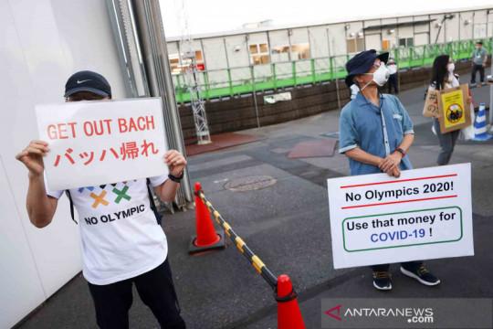 Unjuk rasa tolak kunjungan Presiden IOC ke Hiroshima