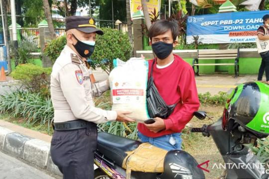 Polsek Tanjung Duren salurkan bantuan beras untuk ojek daring