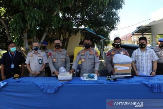 Polda Bengkulu menangkap dua pelaku penyelundupan 4.335 ekor benur