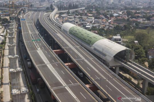 Penutupan jalan tol layang MBZ arah Cikampek
