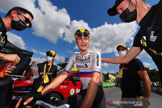 Mohoric bikin tim Bahrain Victorious tersenyum saat klaim etape 19
