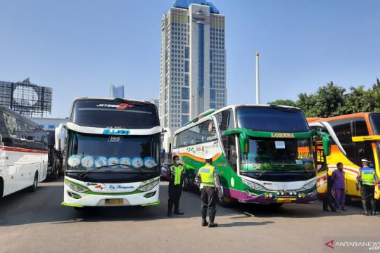 Kriminal kemarin, 36 bus langgar PPKM Darurat hingga terminal bayangan
