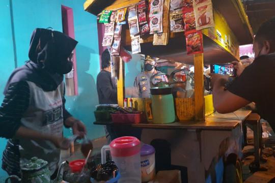 Kapolri blusukan malam-malam bagikan sembako untuk warga di Solo