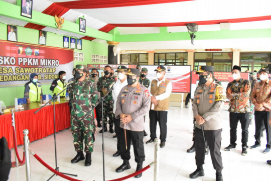 Panglima TNI-Kapolri- Menkes sapa warga isolasi mandiri di Sidoarjo