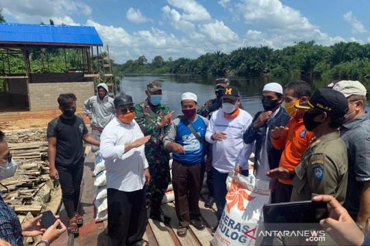 Pemkab Kubu Raya bantu 2.700 korban banjir di Kuala Mandor B