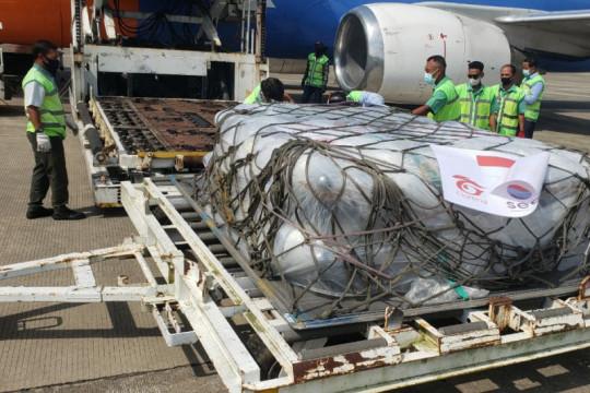 Tabung oksigen dari Singapura mendarat di Bandara Adi Soemarmo