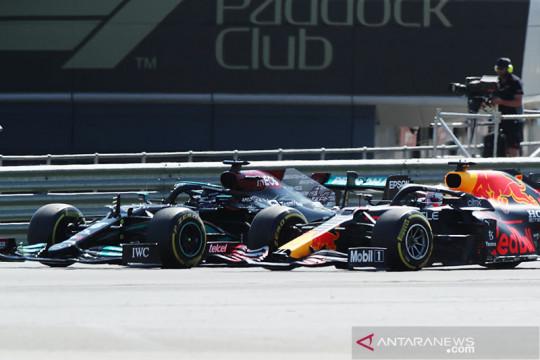 Verstappen kecelakaan akibat Hamilton, GP Inggris terhenti sementara