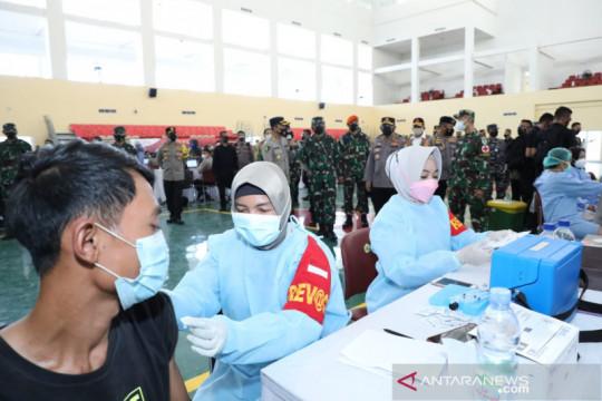 TNI dan Polri bantu tenaga kesehatan percepat vaksinasi di Banten