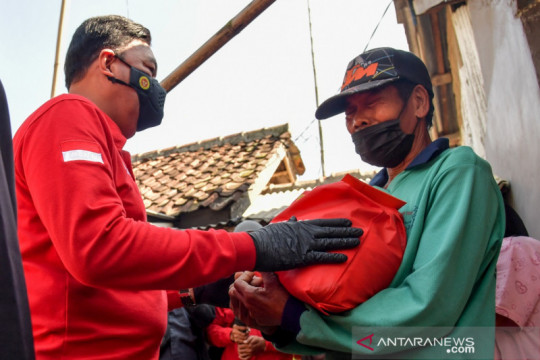 Kepala BIN salurkan bantuan sembako untuk warga terdampak PPKM darurat