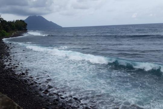 BMKG: Gelombang tinggi landa sebagian perairan Malut