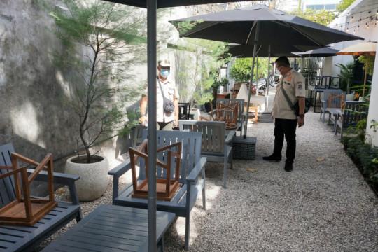 Satpol PP Surabaya beri sanksi restoran yang langgar PPKM darurat