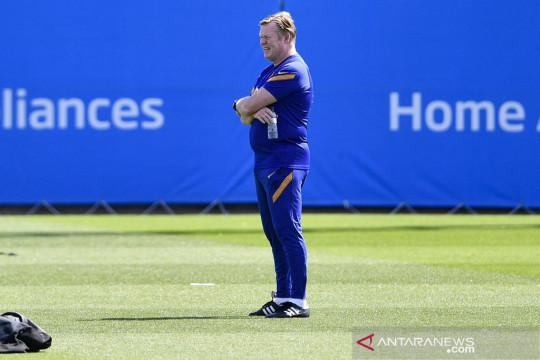 Ronald Koeman minta lini tengah Barcelona lebih produktif mencetak gol