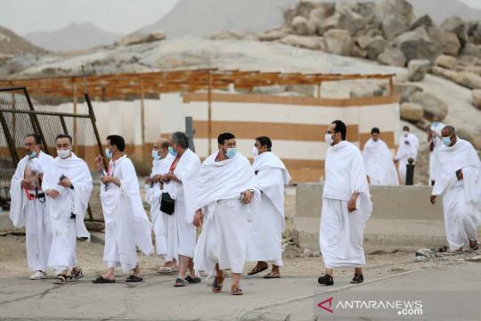 Wukuf di padang Arafah pada musim haji 2021