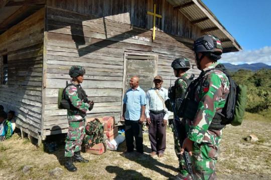 Satgas TNI beri bantuan sembako tokoh agama di perbatasan
