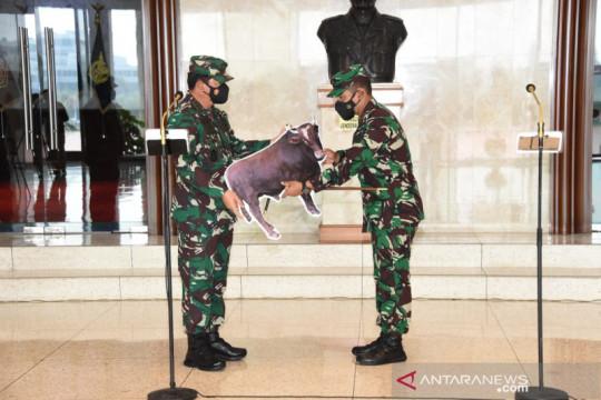 Panglima TNI serahkan hewan kurban secara simbolis