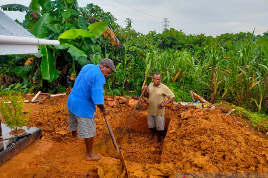 Penggali kubur COVID-19 Kota Sorong kelelahan, banyak pasien meninggal