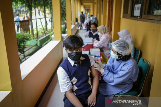 Vaksinasi COVID-19 untuk siswa SMP Kota Tangerang