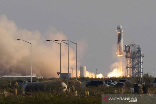 Jeff Bezos terbang ke luar angkasa