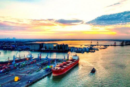 Pelindo III catat pertumbuhan arus kapal dan barang pada 2021