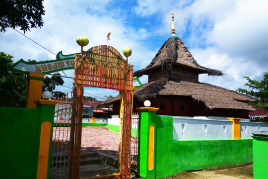 Ada pawai hadrat, Masjid tua Wapauwe-Maluku tunda penyembelihan kurban