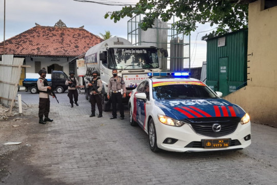 Polda Bali kawal distribusi 1.257 tabung dan 71 ton O2 medis cair