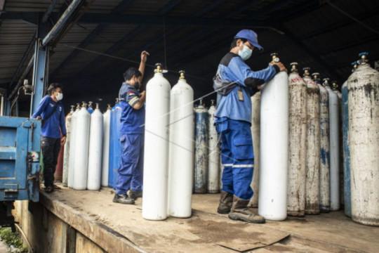 Sudin SDA Jakbar bantu antar tabung oksigen ke rumah sakit