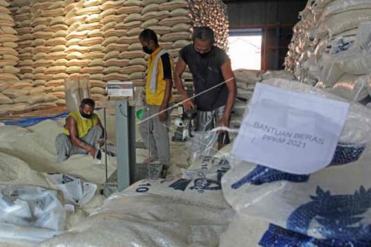 Bulog Indramayu mulai salurkan 1.225 ton bantuan beras PPKM