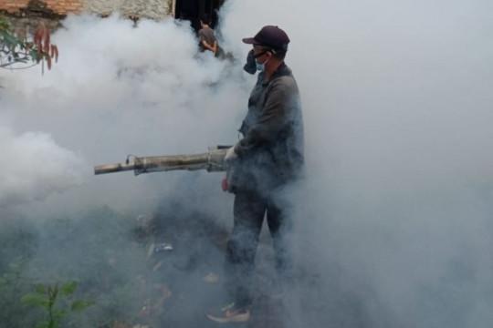 """Kelurahan Munjul lakukan """"fogging"""" untuk cegah penyebaran DBD"""