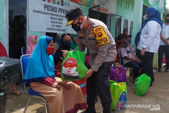 Kapolda Jambi bagikan ratusan paket sembako di desa rawan karhutla
