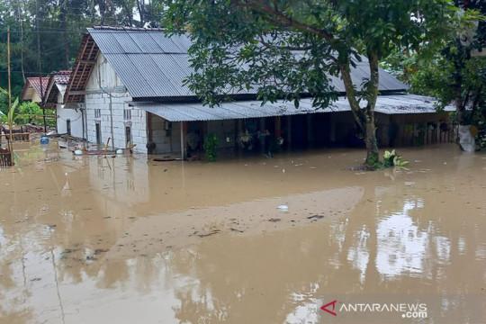 BMKG: Gangguan cuaca akibatkan banjir di Jeruklegi Cilacap