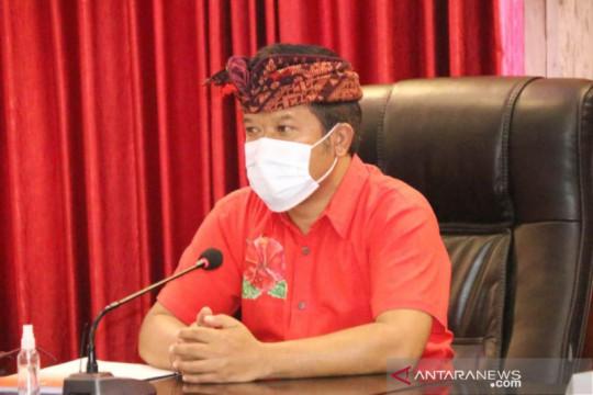 Bupati Bangli dan wakilnya donasi gaji untuk bagikan sembako ke warga