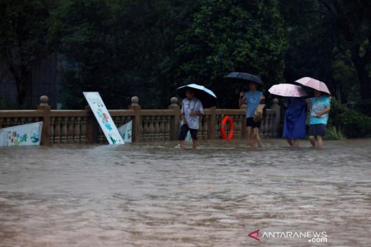 China periksa kendali banjir di kereta bawah tanah