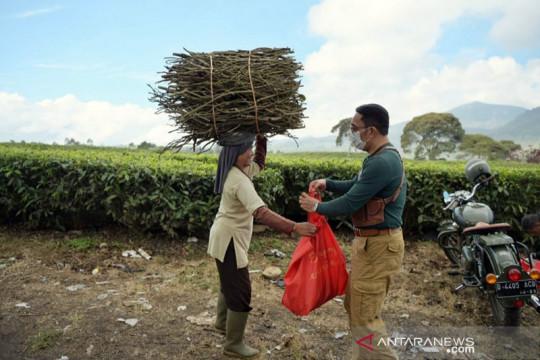 64 persen penduduk Jawa Barat mendapat bantuan sosial selama PPKM