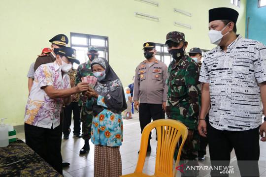 Pemkab Banjarnegara salurkan bantuan jaring pengaman sosial