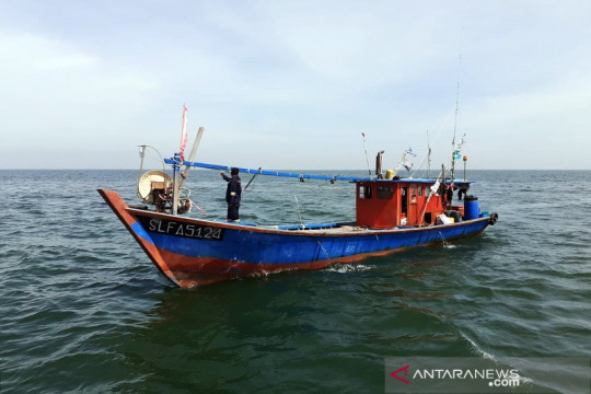 KKP lumpuhkan dua kapal trawl ilegal asal Malaysia