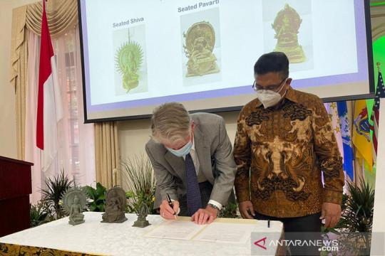AS kembalikan tiga benda cagar budaya Indonesia